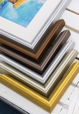 Bright metallic Charleston chevrons butting up to picture framed in the silver moulding