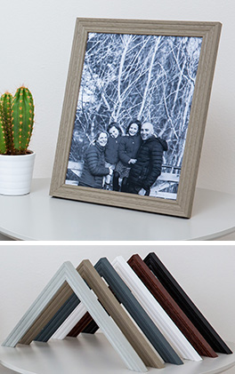 Family photo framed in Mainline's Oxford wood moulding
