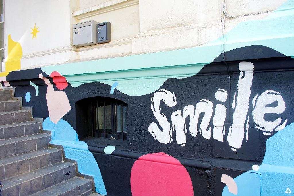 Un-hidden Bucharest street art intervention Livi Po Smile @ Dizainăr