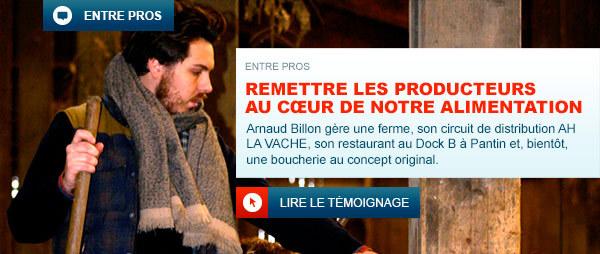 Arnaud Billon dans sa ferme en train de s'occuper de ses boeufs