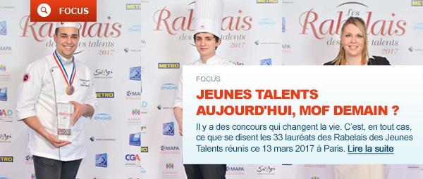 Trois lauréats du Rabelais des Jeunes Talents 2017 avec leurs trophées