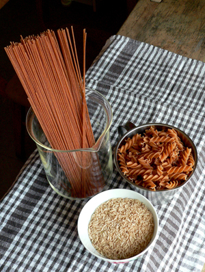 spaghetti, bruine rijst en pasta