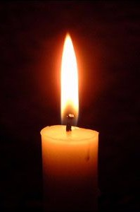 Single lit candle/Creative Commons License