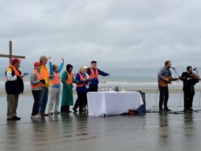 Church of Our Savior Gathers for Sunrise Service on Beach