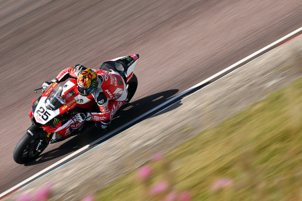 Brookes set the pace as action kicks off at Thruxton