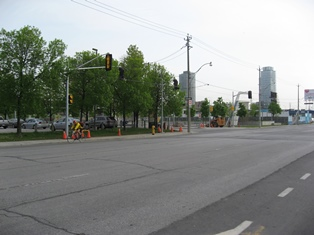 A picture of the new traffic light being installed at Lower Sherbourne/Dockside Drive and Queens Quay East.
