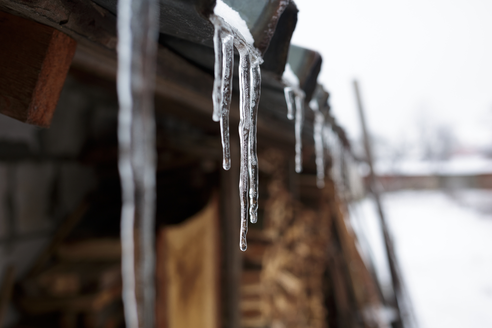 Tips To Avoid Ice and Snow Damage To Your Roof This Winter