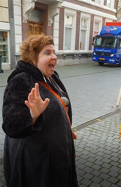 Nathalie 50 jaar voor etalage Naron