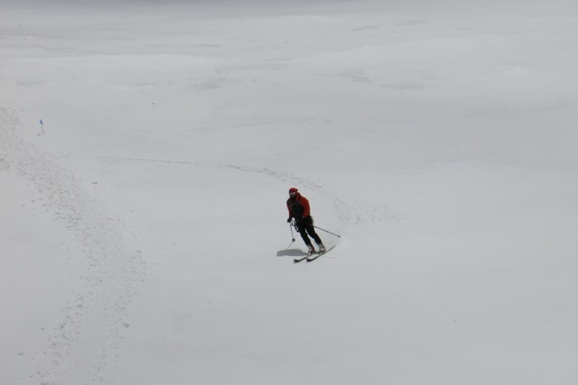 Sergej skiing down the headwall