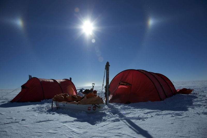Sledging to south pole