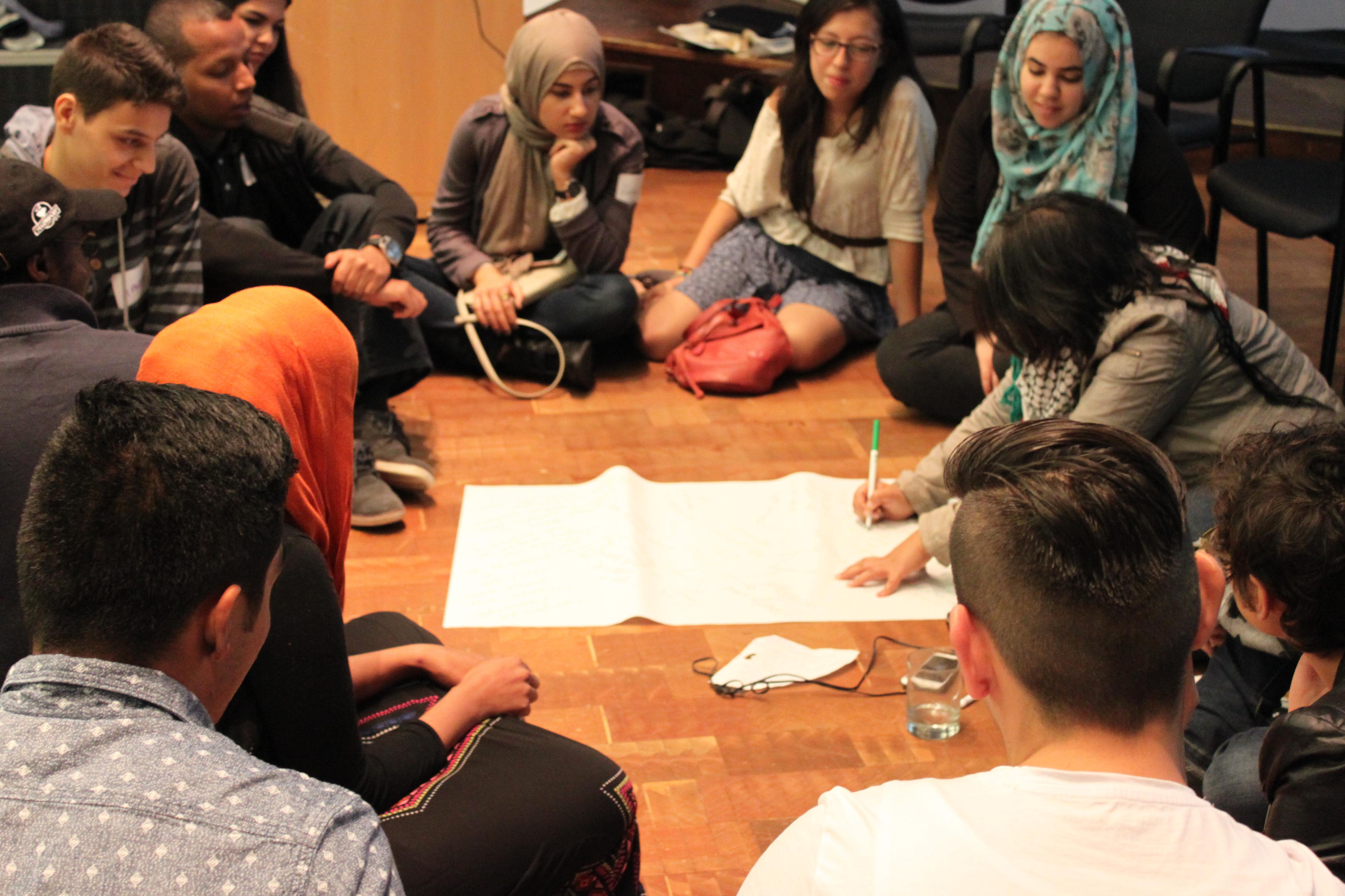 Travail lors d'une séance du Rassemblement action jeunesse