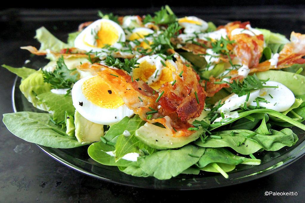 Pinaatti-pancetta -salaatti