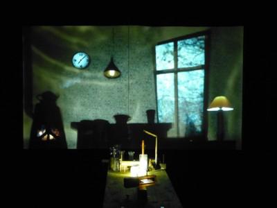 Teatret Gruppe 38 - Historien om huset, der blev til en prik - Grafik: Claus Helbo