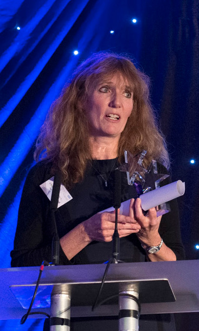 Dr Jacqui Hussey receives her Leadership Academy award
