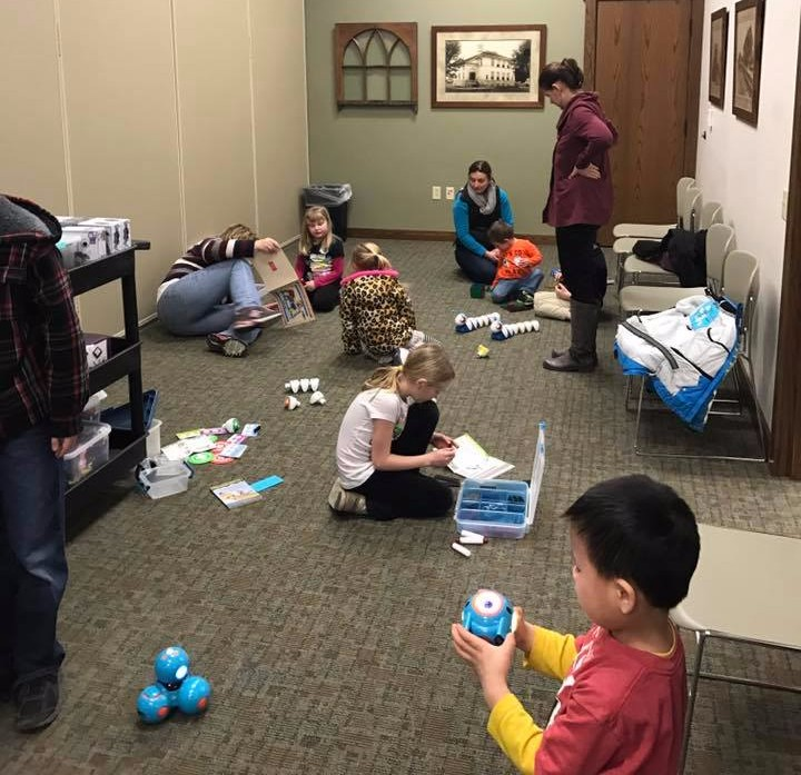Kids playing at the Mobile Makerspace at Mukwonago Community Library