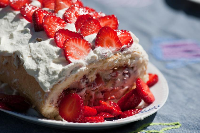 Opskrift på nem jordbærroulade