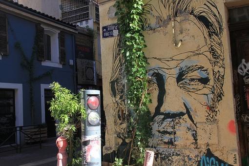 assange mural