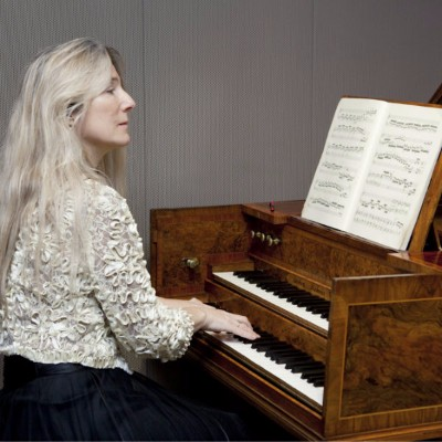 Jane Chapman performing in the Music Gallery