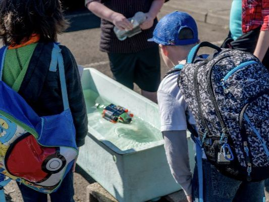 Students compete with their solar boat at the Oregon Coast Renewable Energy Challenge. Photo: M. Farley