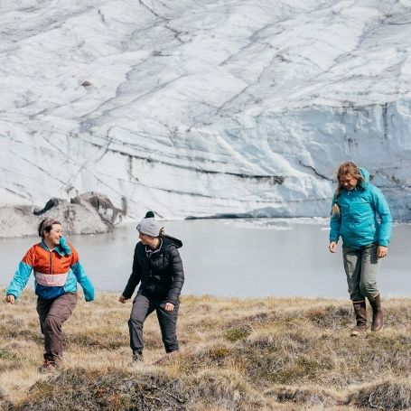 Students walking outdoors in a polar region. Photo: Dartmouth.edu