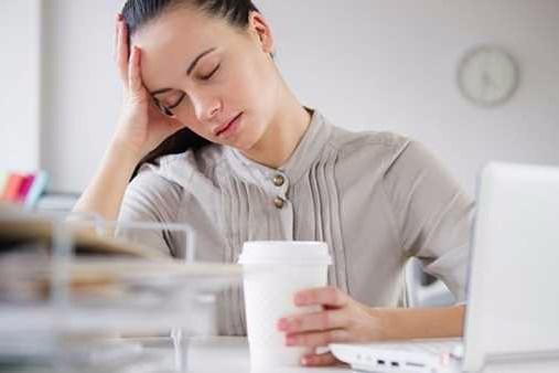 8 أسباب تشعرك بالتعب نهارا رغم النوم الجيد