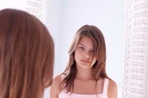 كيف تؤثر الشبكات الاجتماعية على أشكال المراهقات؟