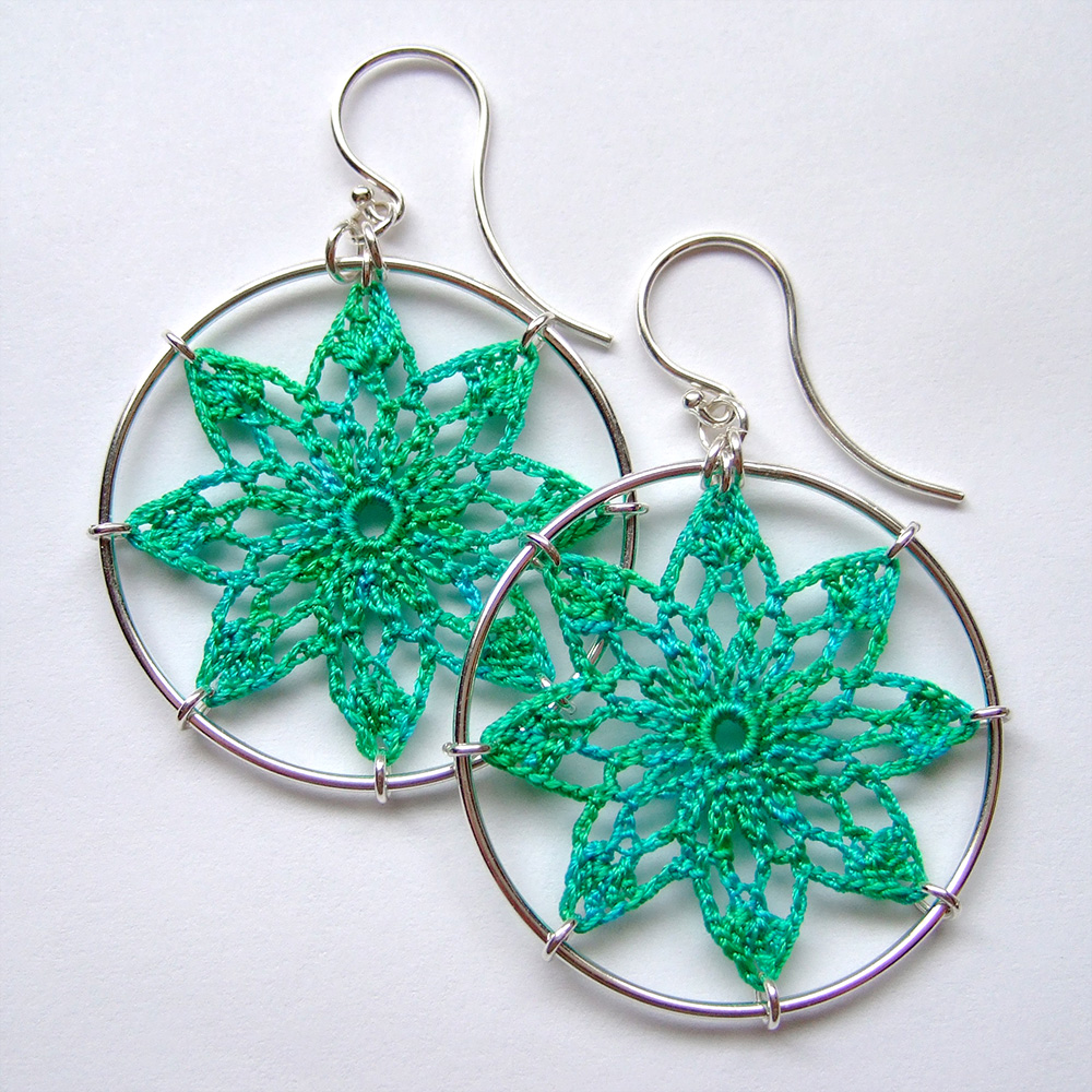 Tavita earrings in shamrock silk thread