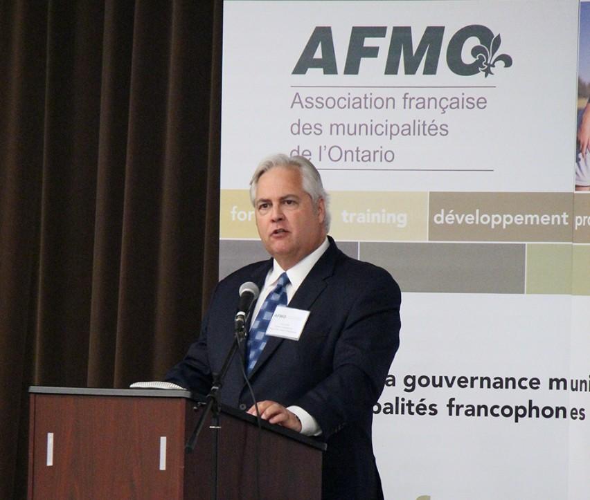 L'Ombudsman donne un discours à l'AFMO