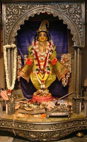Srimati Vishnupriya Devi's Deity of Sriman Mahaprabhu in Koladwip