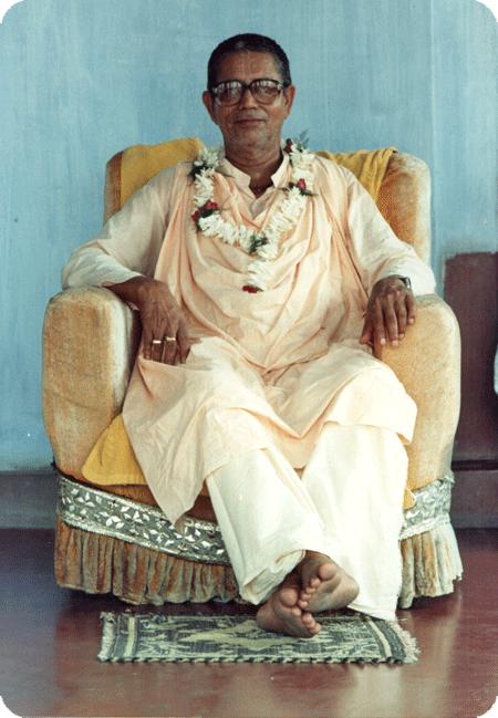 Image of Srila Bhakti Sundar Govinda Dev-Goswami Maharaj seated in Navadwip