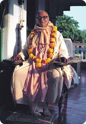 Image of Srila Sridhar Maharaj in his verandah