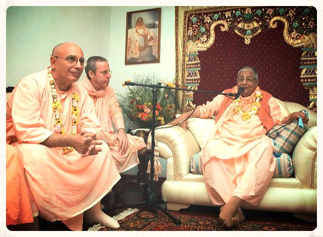 Image of Srila Janardan Maharaj, Srila Goswami Maharaj, and Srila Govinda Maharaj