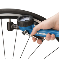 Airing up bicycle tire