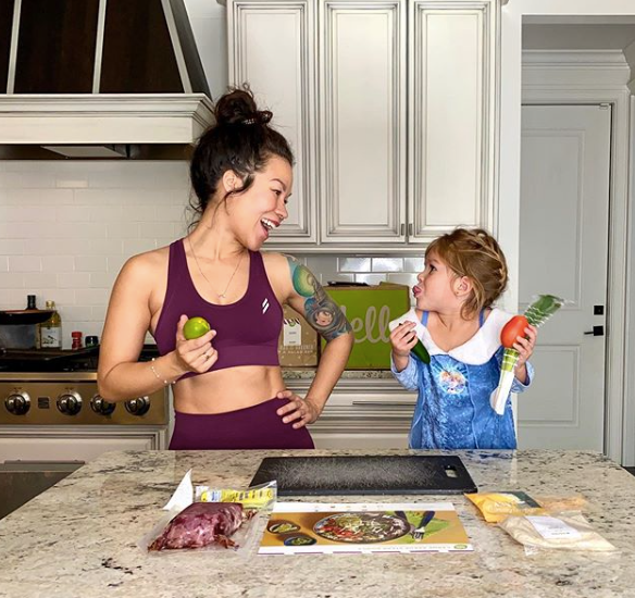 fit mommy and daughter