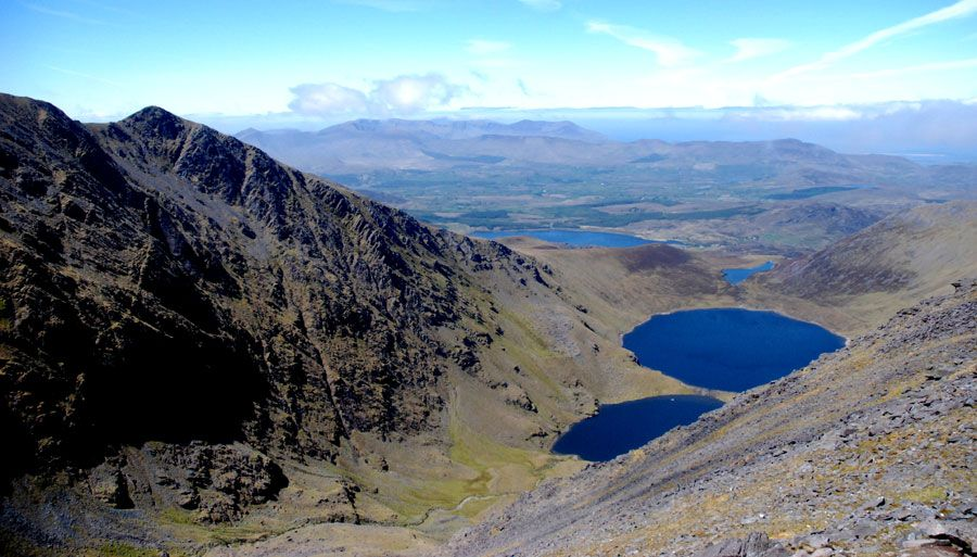 View of MacGillyCuddy Reeks fron Carrauntoohil