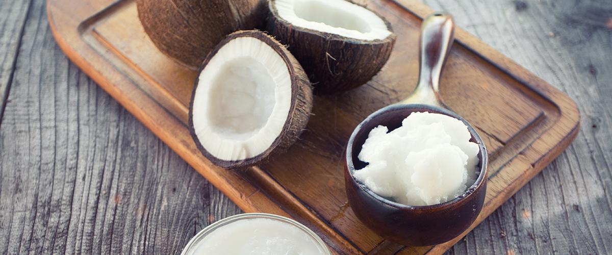 L'huile de noix de coco est parfaite pour cuisiner … et bien plus!