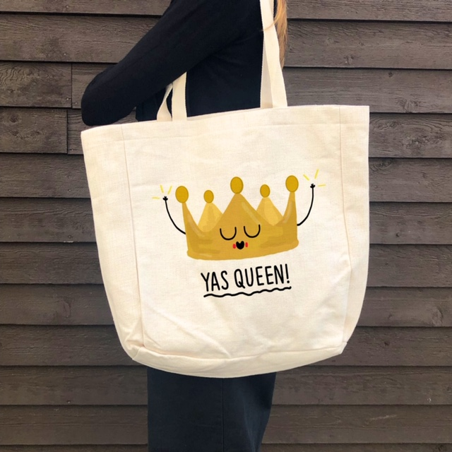 Personalised beach bag UK: BEACH BAGS, YAS QUEEN! by Leeann Walker – buy on Artwow