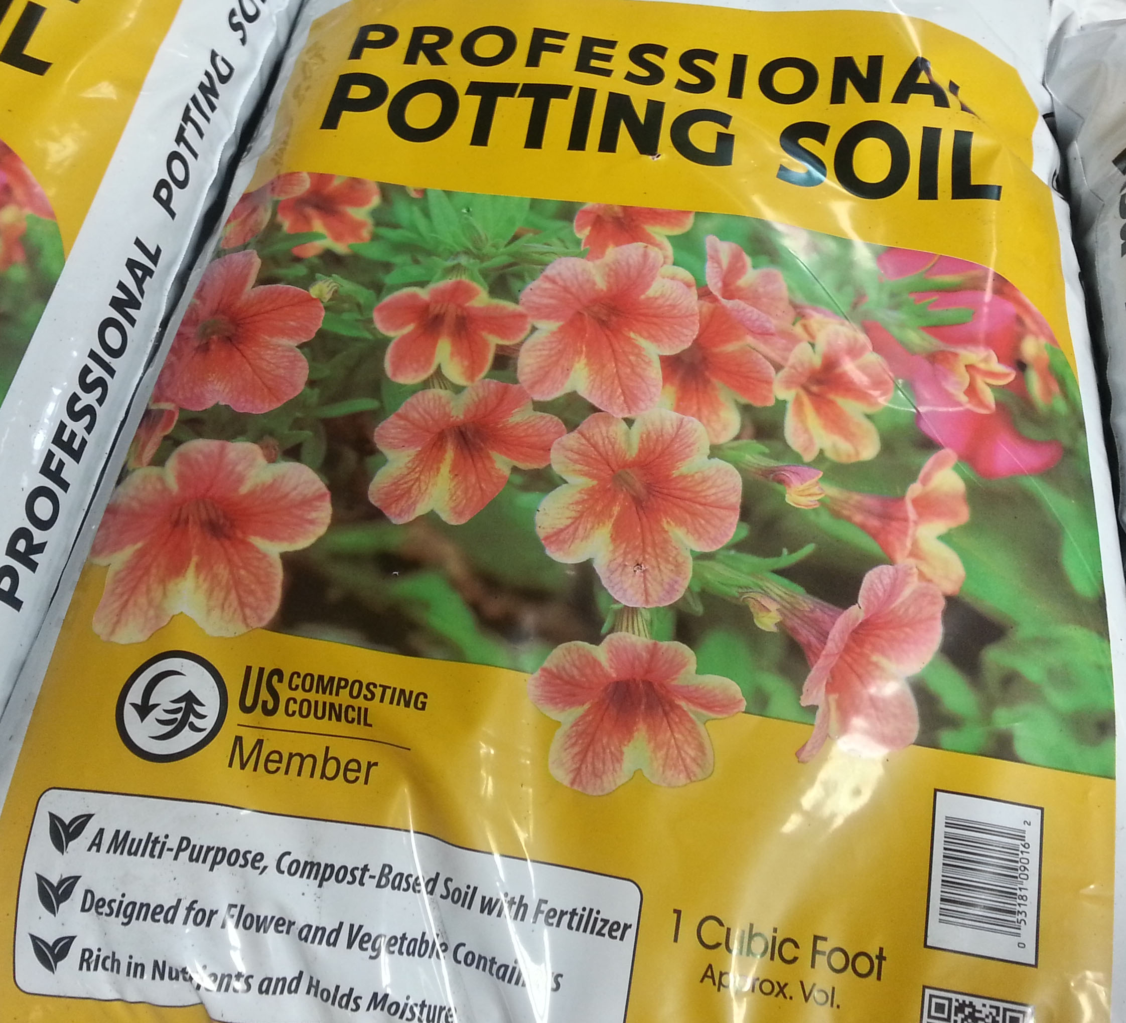 Super potting soil! Organic, healthy nutrients, moisture holding!