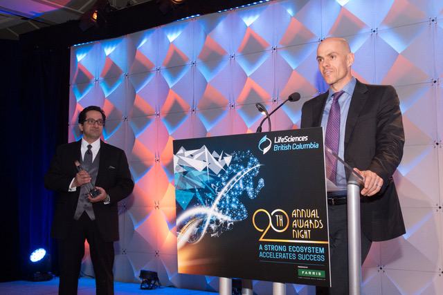 Ali Ardakani, Founder & Managing Director of Novateur and Vice Chair of the LifeSciences BC Board of Directors, presented the award Growth Stage Life Sciences Company of the Year to Dr. Carl Hansen, Founder & CEO of AbCellera