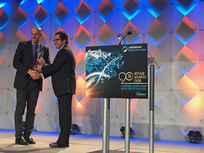 Ali Ardakani, Founder & Managing Director of Novateur and Vice Chair of the LifeSciences BC Board of Directors, presenting the award Growth Stage Life Sciences Company of the Year to Dr. Carl Hansen, Founder & CEO of AbCellera