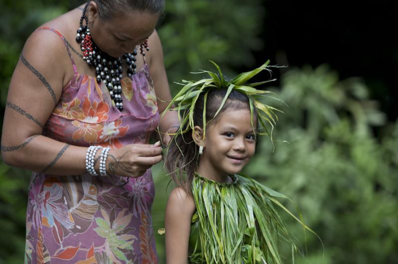 Marquesian Kid prepairing for a dance