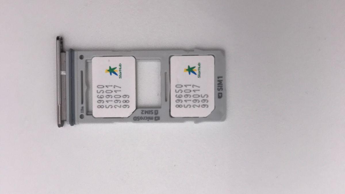 Hybrid SIM Slot holding 2 Nano SIM