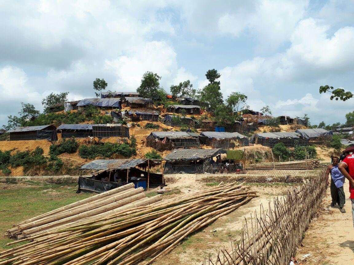 فى ٨ مايو متواجدين في بنغلادش لتوزيع مساعدات الغذاء لمسلمي الروهنجا