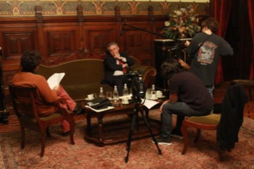Entrevista a Ennio Vivaldi, rector de la Universidad de Chile. Ahí aparece el equipo completo que trabajó en el proyecto.