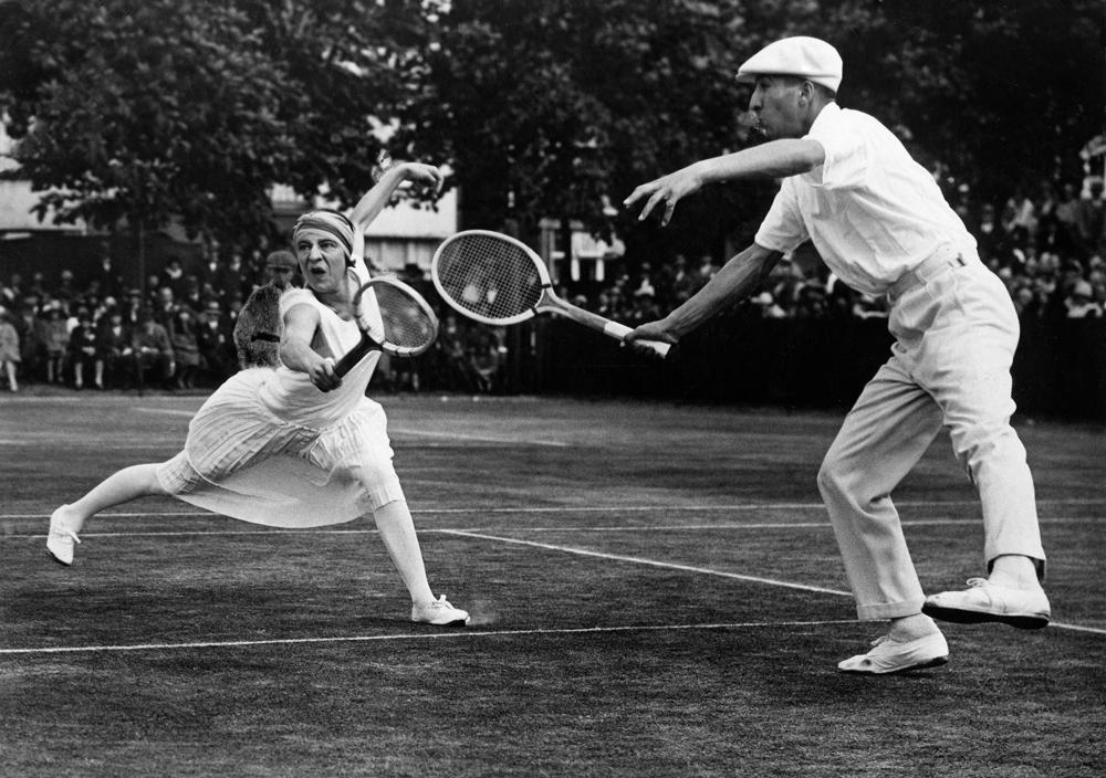 (Lenglen, Suzanne in double match with Rene Lacoste in Roehampton - London, 1926)
