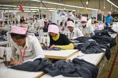 Z továrny v Kambodži
