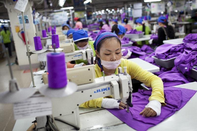 Kambodžská továrna vyrábějící pro adidas