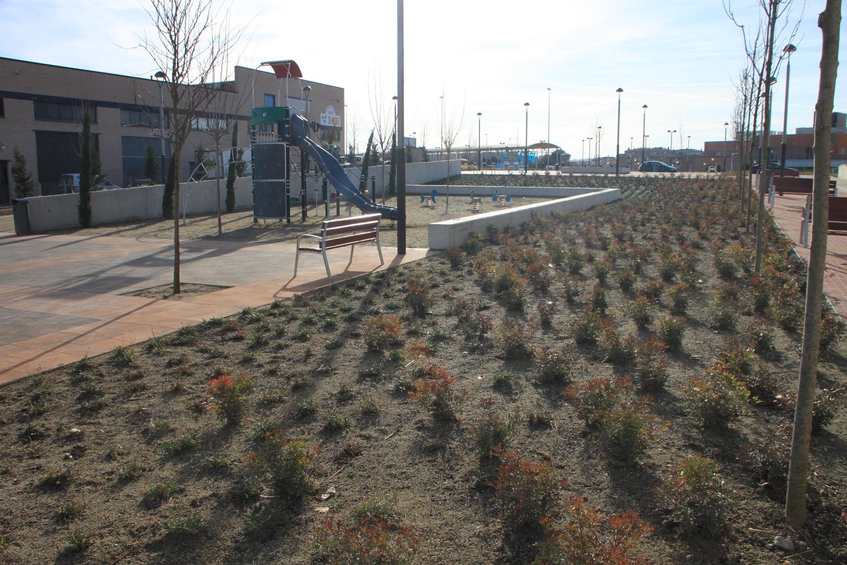 Imatge del parc acabat de plantar