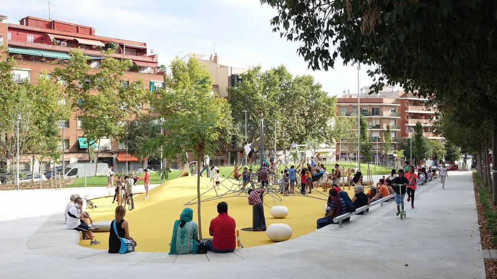 Plaça al carrer Verdi de Badalona