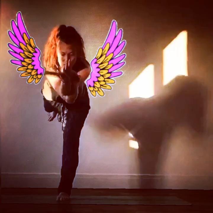 L'Inspiration de lasemaine :  Winged Out  Blind Eagle Princess Warrior♡ Virabhadrasana + Garundasana